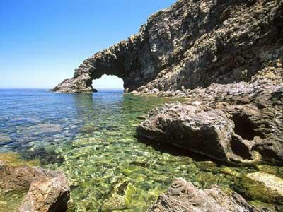 怀特岛位于大不列颠岛南岸对面