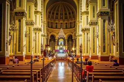 天津西开教堂据说民国时西开教堂的神父是德国人,长着鹰嘴虎胸,相貌